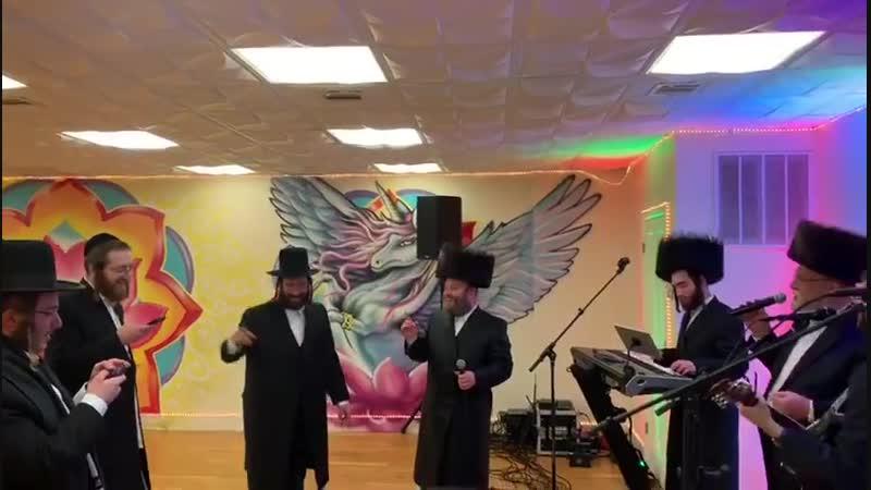 Michoel Schnitzler sings carlebach songs with dovy meisels מיכאל שניצלער עם דובי מייזלס קרליבך