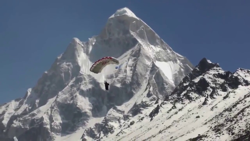 Прыжки со скалы в костюме крыле.Вингсьют. Wingsuit.Extreme jumping.