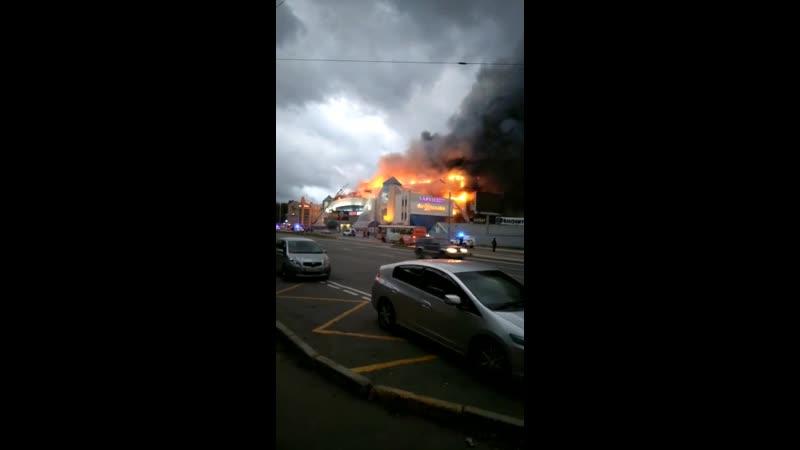 Сгорел торговый центр