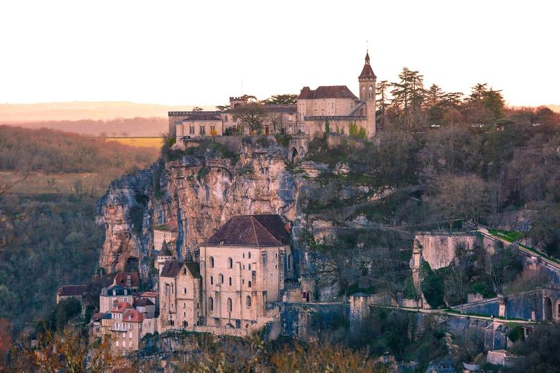 Рокамадур – потрясающая вертикальная деревня во Франции, изображение №2