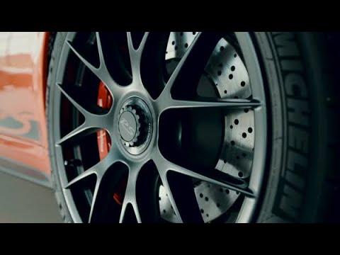 Professional golfer Matt Kuchar gets behind the wheel of a 911 GT3 RS