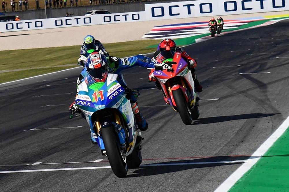 Маттео Феррари выиграл первую гонку MotoE в Мизано