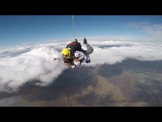Высота-4км, скорость свободного падения- 190км/ч Это потрясающе  красиво, эмоции нереальные