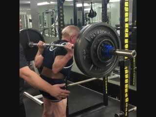 Strength of Body. Дедушке 89 лет и он делает приседания