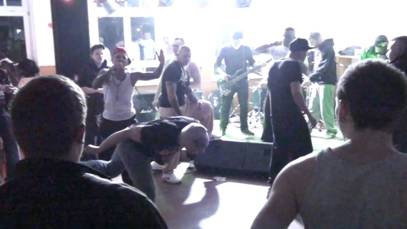 Cunthunt777 feat. Ruffiction - Fotzenjagd im Panzer live @JUZ Wunsiedel 13.03.11 (HD)
