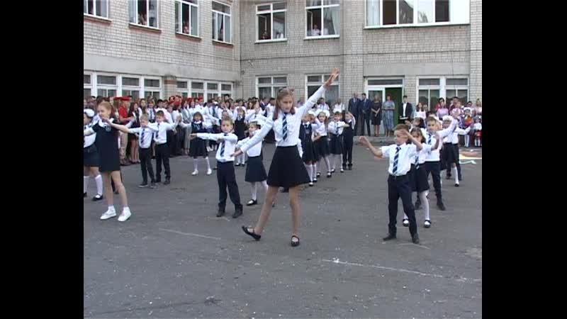 День знаний отметили россошанские школьники, родители и учителя
