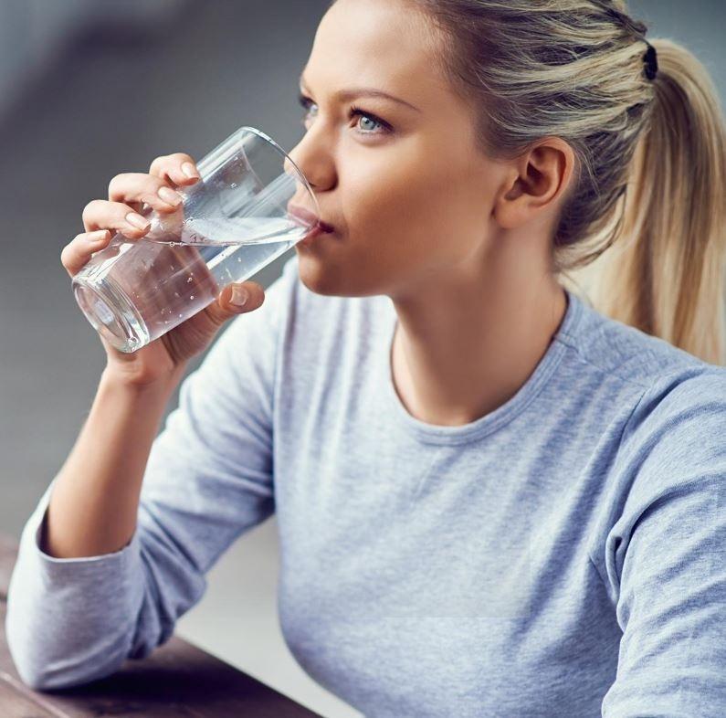 Правда или миф: должны ли мы пить 2 литра воды в день?