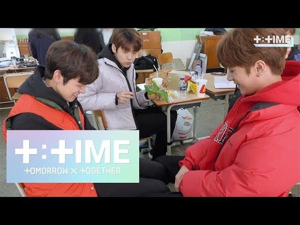 [T:TIME] Here's the big match! Leg wrestling - TXT (투모로우바이투게더)