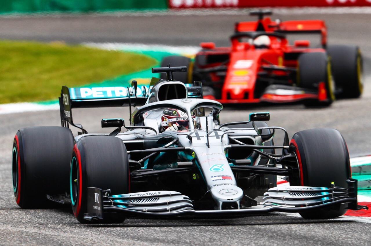 Mercedes продолжает наращивать лидерство в кубке конструкторов