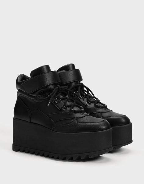 Однотонные кроссовки на платформе