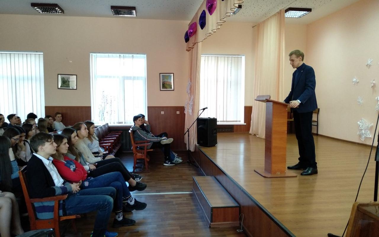 Сотрудник Донецкого ГУЮ разъяснил школьникам особенности права на информацию