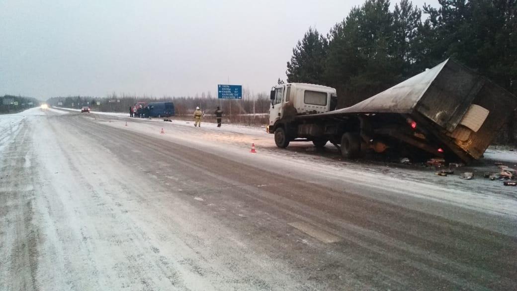 В крупной аварии на повороте с трассы Тверь-Бежецк на Кимры пострадали 6 человек