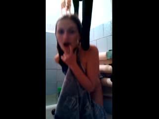 порно скрытая камера в ванной
