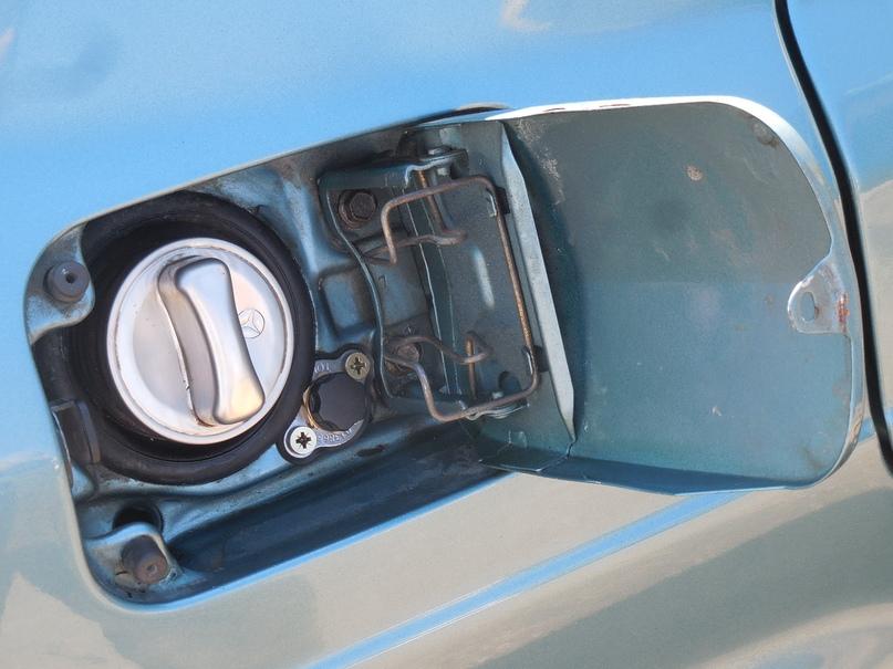заправочное устройство в горловине бензобака
