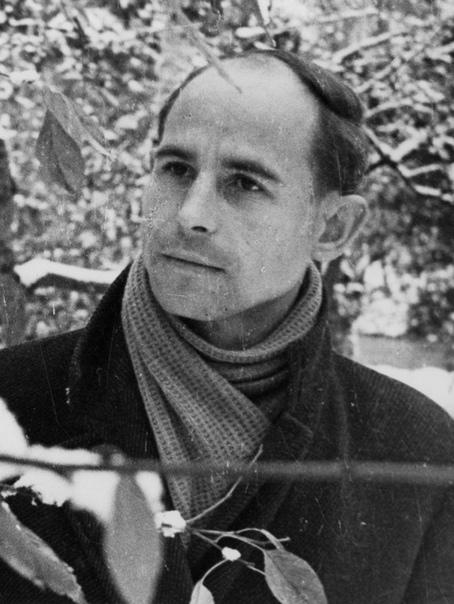 Сегодня День рождения известного русского поэта Николая Рубцова. Биография В 2016 году Николай Рубцов мог бы отметить 80-летний юбилей, но поэт дожил лишь до 35. Его жизнь, похожая на вспышку