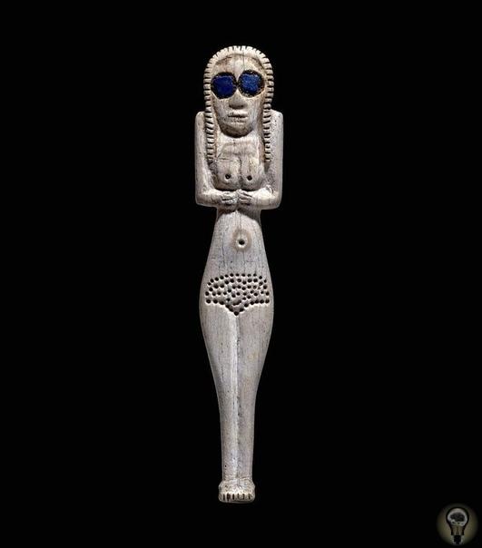 Фигурка из слоновой кости с глазами из лазурита, изображающая женщину или богиню Египет, 3700-3500 год до нашей эры.факты из