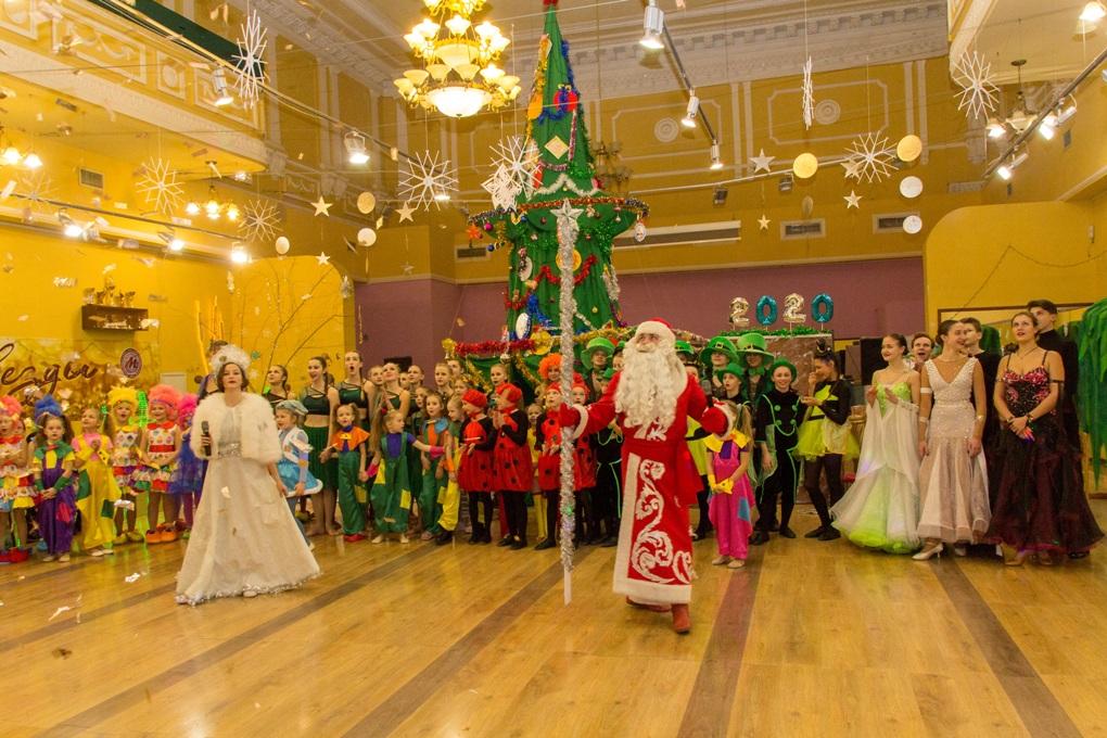 В Донецком молодежном центре прошла новогодняя музыкальная сказка