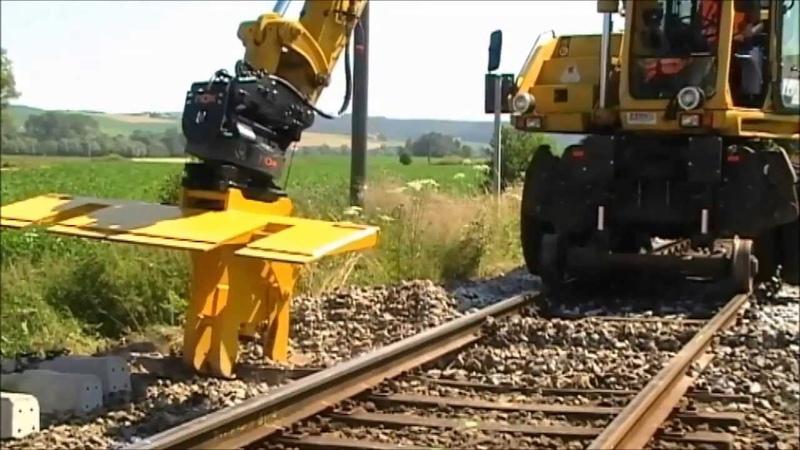 RBS Sleeper Changer on Road Rail Excavator RBS Schwellenwechsler am Zweiwege Bagger