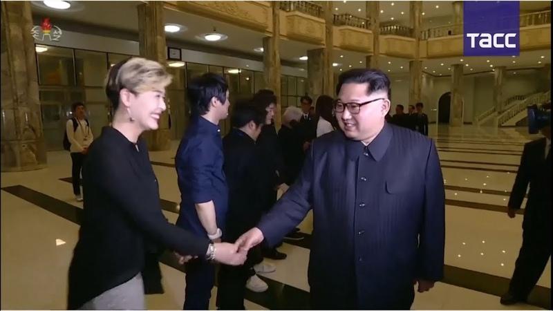 Южнокорейские артисты спели для Ким Чен Ына