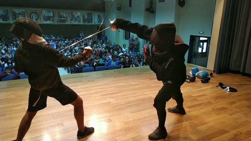 Παρουσίαση ΜεσαιωνικήςΑναγεννησιακής Σπαθασκίας και Ξιφασκίας στην Ελληνογαλλική Σχολή Πειραιώς