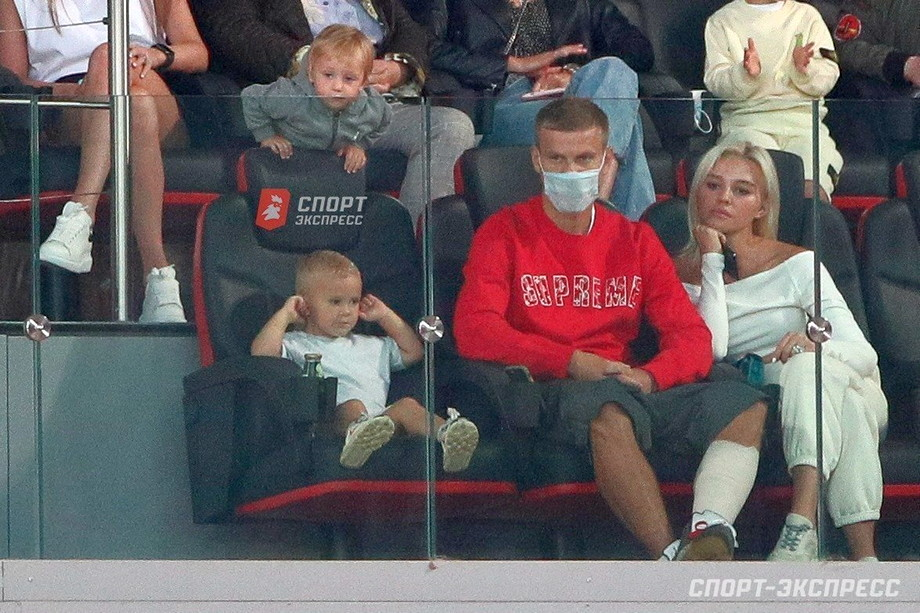 Александр Кокорин с семьей