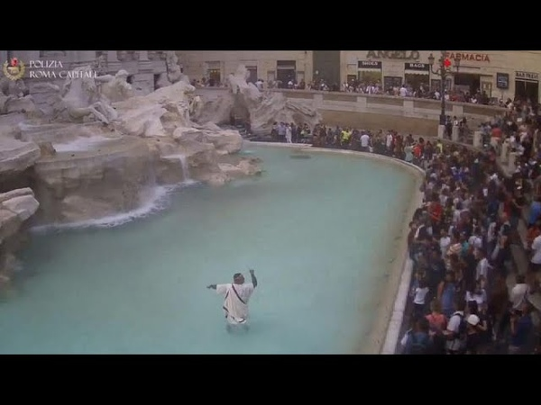 Watch Protester dressed as ancient Roman jumps into Trevi fountain