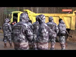 Бензовозы в сопровождении полиции и ОМОНа возвращаются со станции Шиес