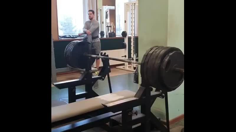 Вячеслав Летлян жмет 250 кг