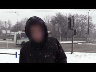 Вандалы, повредившие дорожный знак в Донецке, привлечены к ответственности