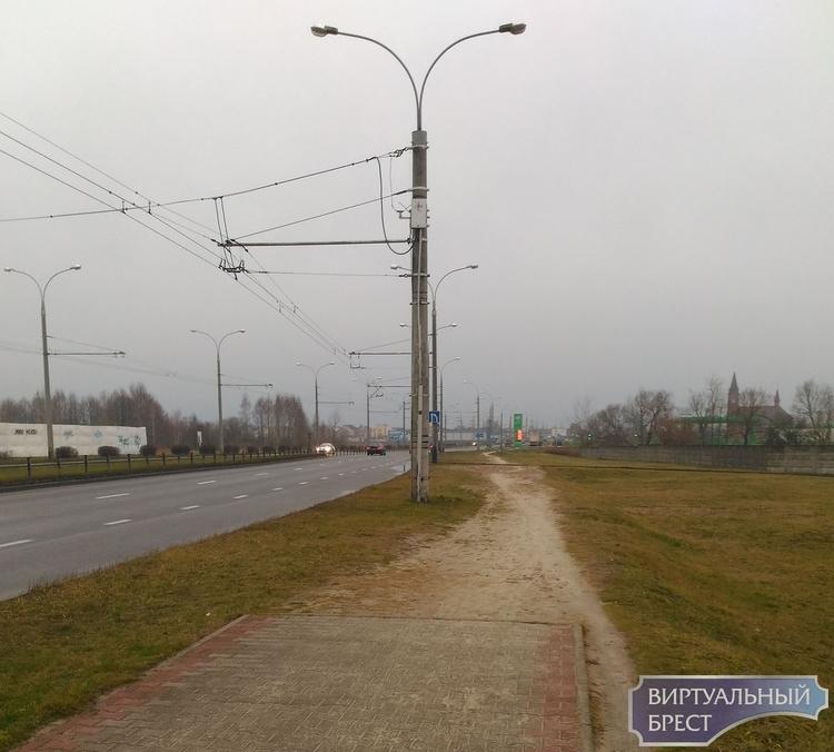 """Пешеходную зону вдоль пр. Республики делать не будут. Люди протоптали """"народную тропу"""""""