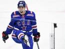 Нападающий СКА Андрей Кузьменко подвл итоги домашнего матча регулярного чемпионата КХЛ с Северсталью 52