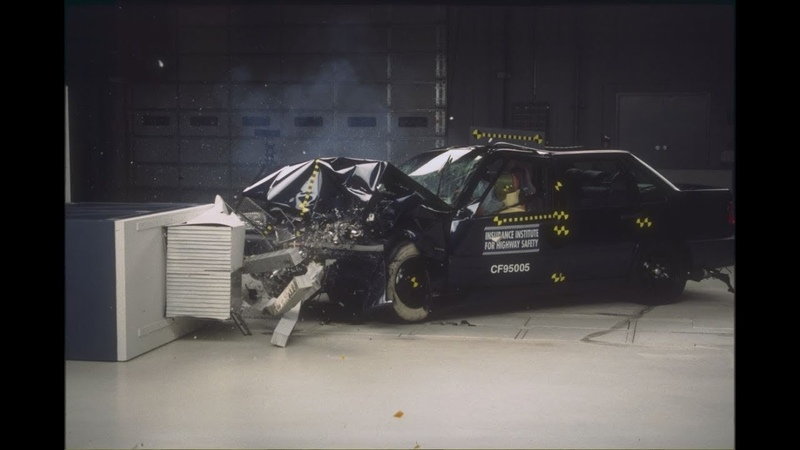 1995 Volvo 850 Moderate Overlap Crash Test [IIHS]