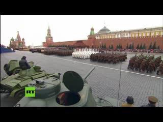 Rusia: militares marchan en plaza roja para conmemorar el legendario desfile de 1941