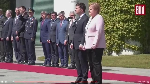 Frau Merkel zittert große Sorge um die Kanzlerin sie zittert unkontrolliert