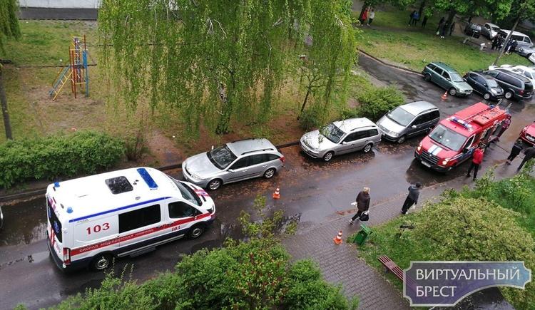 """Узнали для вас, что за """"панику"""" устроили во дворе дома на Набережной рядом с МЧС"""