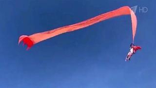 В Тайване воздушный змей унес в небо трехлетнюю девочку.