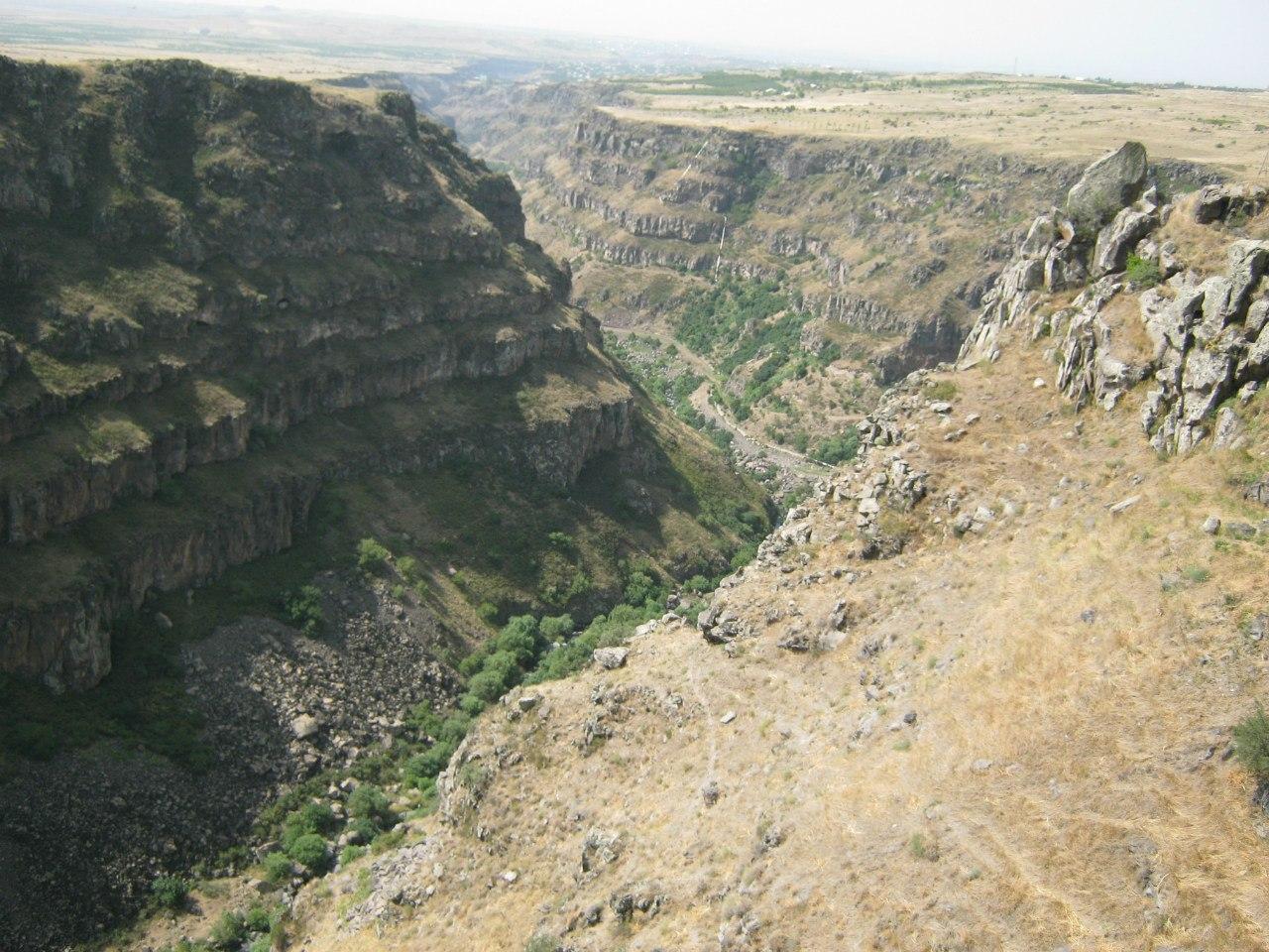 каньон реки Касах от монастыря Сагмосаванк