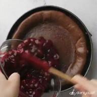 id_50486 Шоколадный чизкейк с вишней 🍫🍰🍒  Автор: daniya_alt  #gif@bon