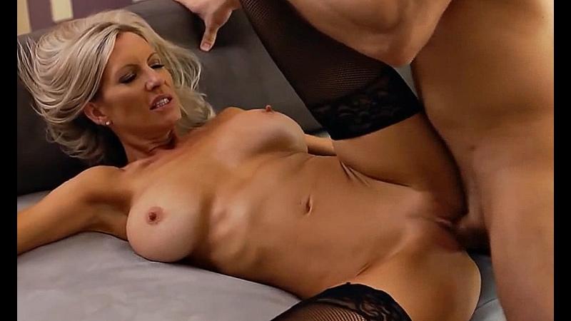 ПОРНО -- ЕЙ 49 -- СУПЕР ВЗРОСЛАЯ ТЁТКА МАСТЕРСКИ ЕБЁТСЯ С МУЖИКОМ -- milf matur sex -- 2020   - Emma Starr