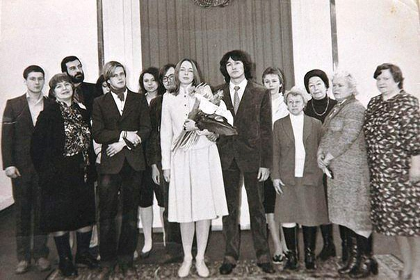Виктор и Марианна поженились лишь через три года после знакомства, в феврале 198...