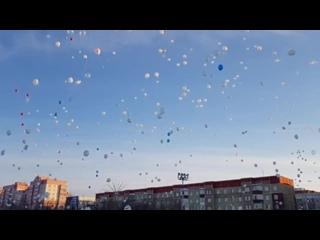 Белые шары в память о погибших в Кемерово. Рыбинск Сейчас