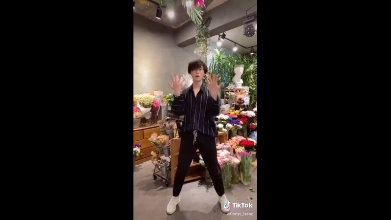 the cute florist from the new run bts episode danced to on in his tiktok... he is so HOT omg.mp4