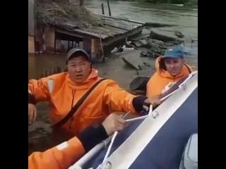 Спасатели МЧС России оказывают адресную помощь жителям посёлка Соляная Тайшетского района