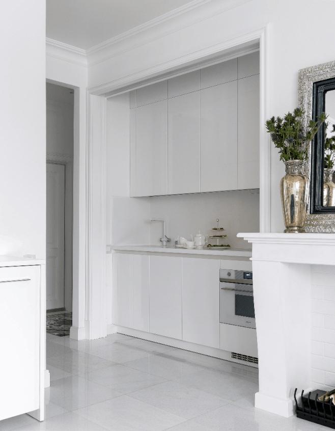 Как вам идея скрытой кухни в студии?