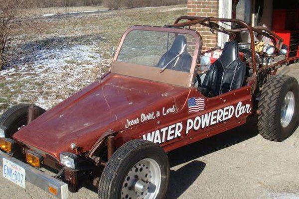 ТРАНСПОРТ С ВОДНЫМ ТОПЛИВОМ Мало кто знает, что существуют удивительные автомобили, использующие воду в качестве горючего. Самой известной такой машиной является песчаный багги Стена Мейера. Он