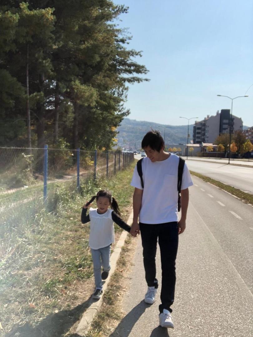 «Дети кидались в меня снежками. Я был в ступоре». Рёта Нома о непростых взаимоотношениях с таксистами, нетрадиционной черногорской медицине и винегрете., изображение №9