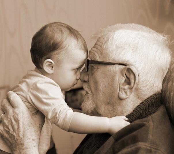 В детстве я был гиперактивным ребёнком Тогда таких умных слов не знали и говорили попросту. Бабушка называла меня «юлой», а дед настаивал, что у меня «ёж в заднице». Отправить меня вечером спать