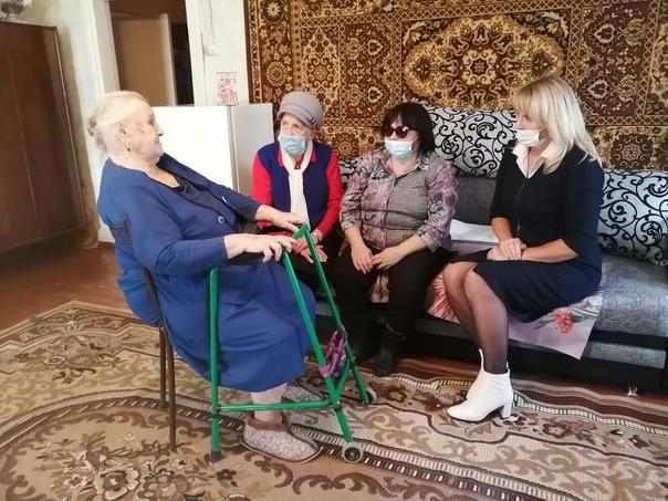Сегодня принимала поздравления с 90-летним Юбилеем Колесникова Екатерина Петровна, коренная жительница