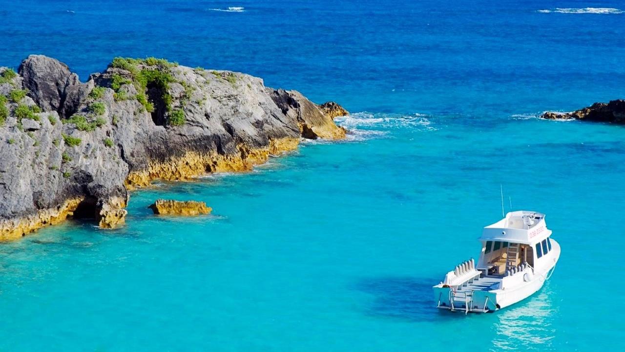 Бермудские острова (32°19′ с. ш. 64°45′ з. д.)