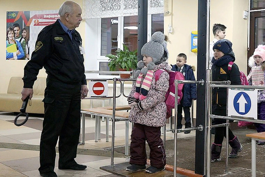 В школах идут проверки обеспечения мер безопасности учеников